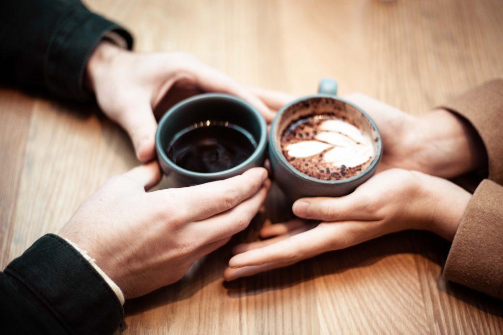 Rencontre célibataire autour d'un café
